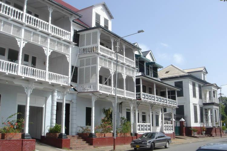 Faire connaitre avec Paramaribo, une capitale du Suriname proposant le riche du tourisme
